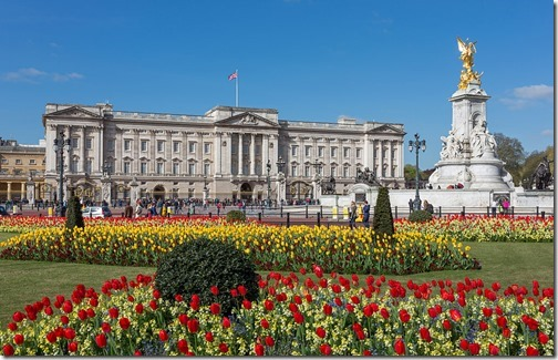 1024px-Buckingham_Palace_from_gardens,_London,_UK_-_Diliff