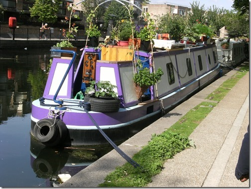 Narrowboat_in_Little_Venice,_London_(1)